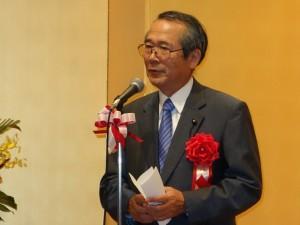 祝辞を述べる酒井県議会議員